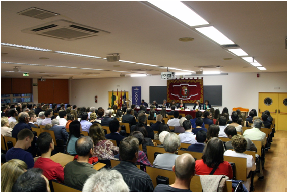 entrega_de_diplomas_e_investidura_de_becas_a_los_estudiantes_del_programa_coopera_oct_2013